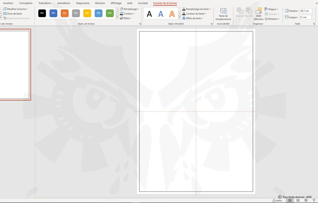 Pour vous aider, créer une forme au format final de votre création et centrez la sur la page.